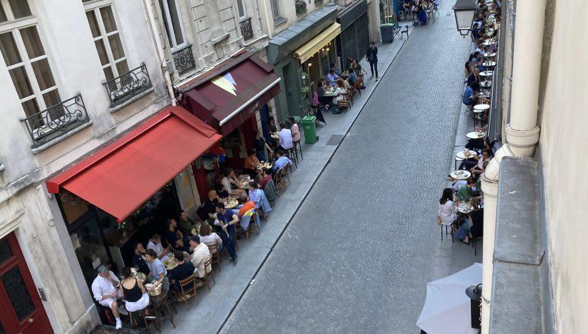 Pourquoi la Mairie étend-elle encore les terrasses ?